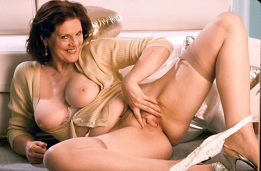 Free picture mature woman pussy
